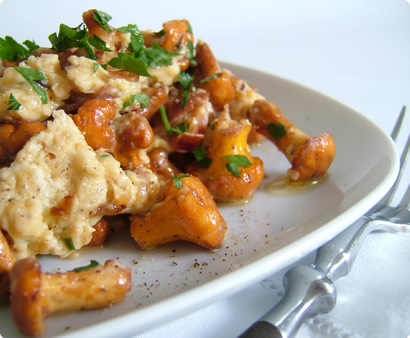 Scrambled Eggs with Chanterelles