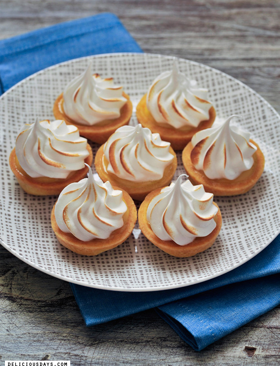 Meringue-Tarteletts with Passion Fruit Curd – Recipe with Video » delicious:days